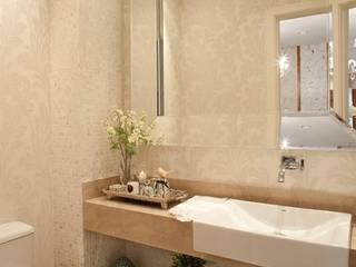 Clássico ao Luxo Banheiros clássicos por Mariane e Marilda Baptista - Arquitetura & Interiores Clássico