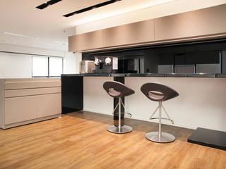 Michelle Machado Arquitetura ArbeitszimmerSchränke und Regale MDF Grau