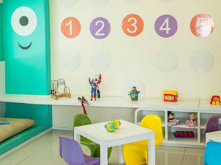Nursery/kid's room by POCHE ARQUITETURA, Modern