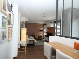Salas / recibidores de estilo  por Agence C+design - Claire Bausmayer