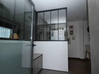 Ingresso & Corridoio in stile  di Agence C+design - Claire Bausmayer, Industrial