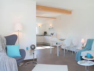 Penthouse di recente costruzione :  in stile  di Home Staging Rita Lageder