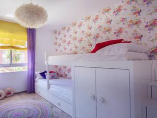 Dormitorio bien aprovechado: Dormitorios infantiles de estilo mediterráneo de Apersonal