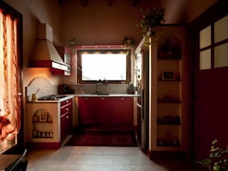 Nhà bếp phong cách kinh điển bởi Effegieffe s.n.c. Kinh điển