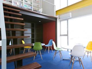 S-サロン&オフィス: SADOが手掛けた現代のです。,モダン