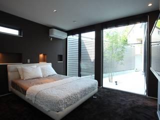 時の移ろいを感じる寝室 モダンスタイルの寝室 の TERAJIMA ARCHITECTS モダン
