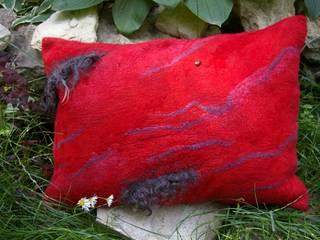 Декоративная подушка :  в . Автор – АРТ-ВОЙЛОК Шепелева Элина