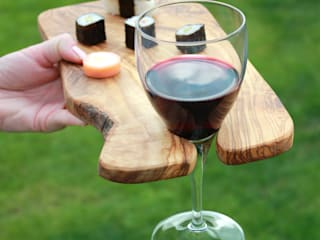 Rustic Olive Wood Party Canapé Boards with Wine Holder: rustic  by The Rustic Dish, Rustic