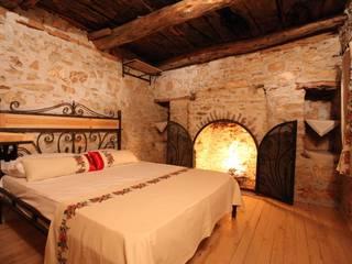 Pure Life Village – Taş ev Yatak odası:  tarz Oteller