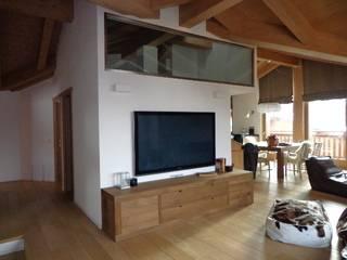 Luce e spazio in mansarda Soggiorno moderno di Architetto Stefania Colturi Moderno