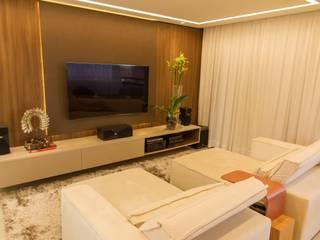 Home Theater: Salas multimídia  por Jamile Lima Arquitetura,
