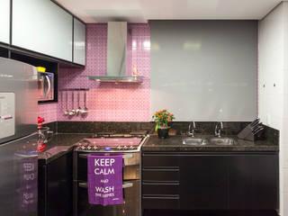 Cocinas de estilo moderno de Amis Arquitetura e Decoração Moderno