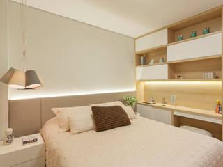 Modern style bedroom by Amis Arquitetura e Decoração Modern