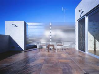 Terrazas de estilo  por Mアーキテクツ|高級邸宅 豪邸 注文住宅 別荘建築 LUXURY HOUSES | M-architects, Moderno
