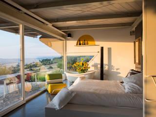 Villa nelle Marche Camera da letto moderna di RoccAtelier Associati Moderno