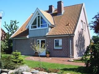 Umgestaltung eines Einfamilienhauses auf Fehmarn:   von Architekturbüro Detlef Uphoff