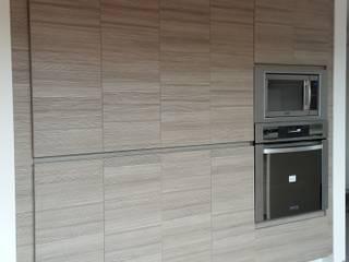Cocinas de estilo moderno de InteriorEs Silvana McColgan Moderno