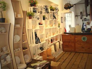 #designdartista Docksmart corner: Negozi & Locali commerciali in stile  di deepp srl