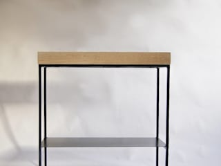 "Oak and steel modernist console ""TOWER"" de NordLoft - Industrial Design Minimalista"