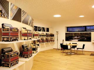 Ausstellungs und Verkaufsraum Harmonika Müller GmbH:   von Ungewohnt
