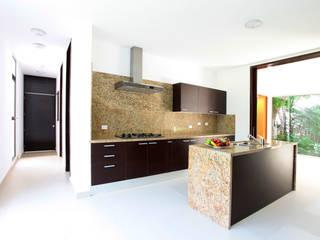 Moderne keukens van Enrique Cabrera Arquitecto Modern
