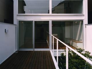帝塚山の家 モダンデザインの テラス の 中間建築設計工房/NAKAMA ATELIER モダン