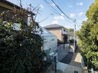 Modern houses by 長久保健二設計事務所 Modern