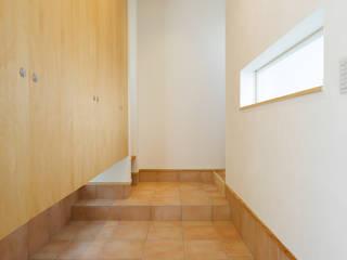 西蟹屋の家: 株式会社かんくう建築デザインが手掛けた壁です。