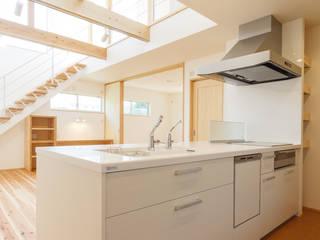 西蟹屋の家: 株式会社かんくう建築デザインが手掛けたキッチンです。