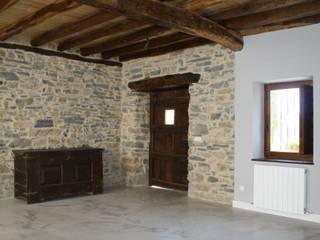 Rehabilitación de Caserío en Bergara (Guipuzcoa) Salones rústicos de estilo rústico de Lidera domÉstica Rústico
