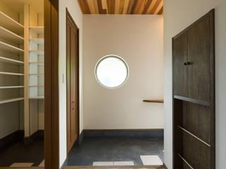 坂の家1: 株式会社かんくう建築デザインが手掛けた壁です。