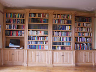 Oak Breakfront Bookcase Worsley Woodworking Estudios y despachos de estilo clásico