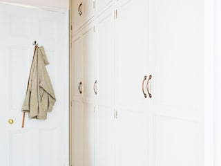 Bespoke fitted wardrobes:   by Worsley Woodworking