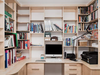 Home office/study:  Study/office by Worsley Woodworking