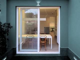 Modern Balkon, Veranda & Teras na3 - studio di architettura Modern
