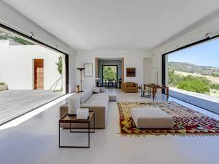 Mediterranean style living room by Meero Mediterranean