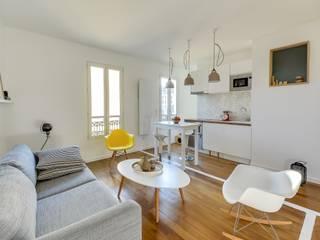 Minimalist living room by Meero Minimalist