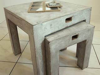 Tables basses gigognes en carton recyclé, effet béton ciré vieilli.:  de style  par Karton de Breizh