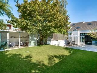Appartement parisien Jardin moderne par Meero Moderne