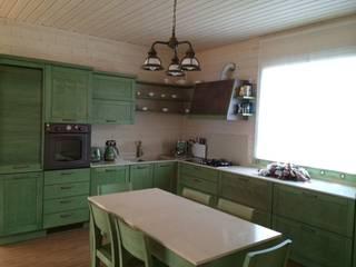 Country kitchen eco green: Cucina in stile  di Fausti cucine arredamenti