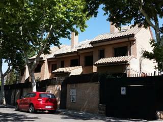 classic Houses by DE DIEGO ZUAZO ARQUITECTOS