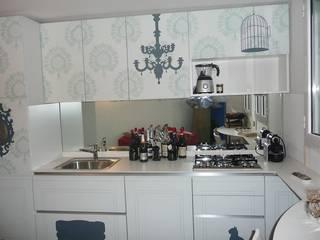 Kitchen with cat: Cucina in stile  di Fausti cucine arredamenti