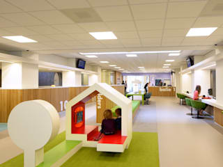 speelhuisje voor kinderen:  Kantoorgebouwen door Burobas