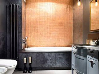 ŁAZIENKA ZE ZŁOTĄ ŚCIANĄ Nowoczesna łazienka od ZEN Interiors - Architektura Wnętrz Nowoczesny
