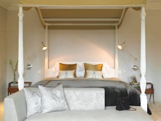 Bedroom, Manor Farm, Oxfordshire: classic Bedroom by Concept Interior Design & Decoration Ltd