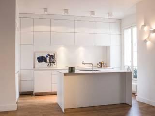 APPARTEMENT PRIVÉ | PARIS Cuisine moderne par MATHILDE BRETILLOT CREATIONS Moderne