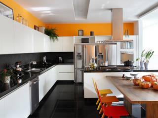 Cocinas de estilo  de BC Arquitetos , Moderno