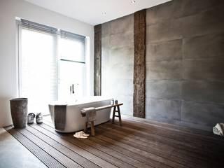 Ein Bad wie im Freien: mediterrane Badezimmer von raphaeldesign