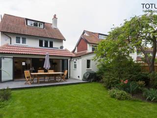 New life for a 1920s home - extension and full renovation, Thames Ditton, Surrey Klassische Häuser von TOTUS Klassisch
