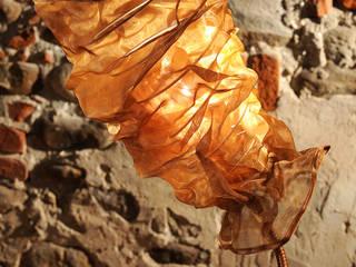 Lampada da tavolo bronzo forma allungata.:  in stile  di SPAZIO CASA DI CISARI SABINA